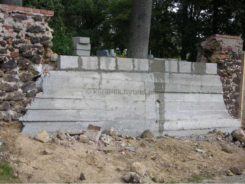 mur z kamienia w otyniu