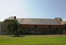 Stary folwark w trakcie renowacji i adaptacja stajni