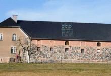 Stary folwark – zakończenie prac na elewacji stajni.